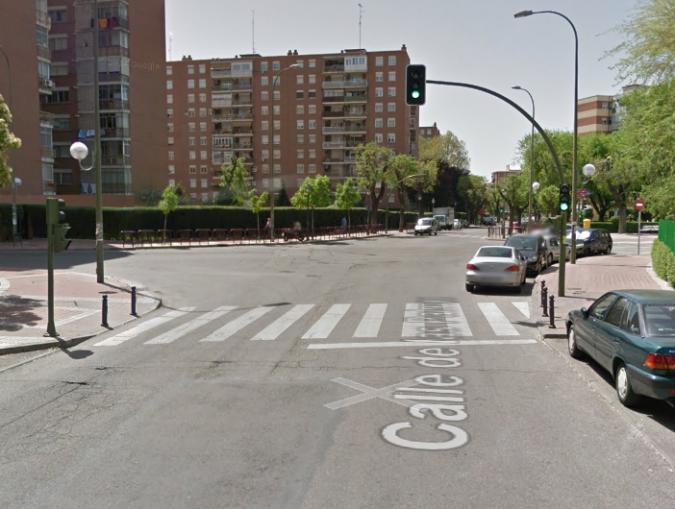 17.4 Giro izquierda en L con semáforo