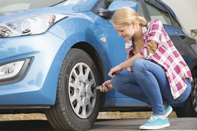 Comprobar la presión de los neumáticos es sumamente import…