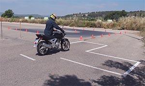 1- Mover la moto en un espacio reducido