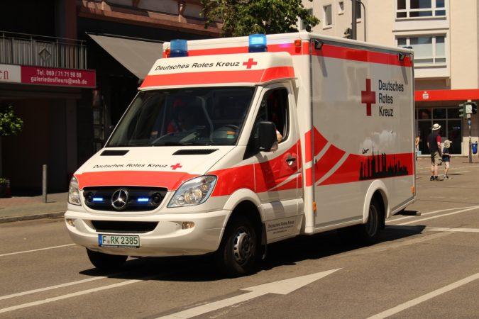 Así debes actuar cuando se acerca una ambulancia en la carr…