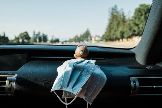 Mascarilla en el coche: ¿cómo llevarla bien y evitar multa…