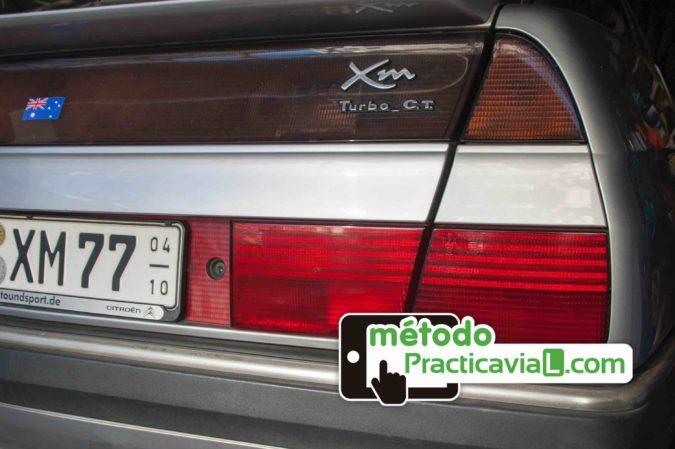 Matrículas verdes y rojas de los coches: ¿qué significan?