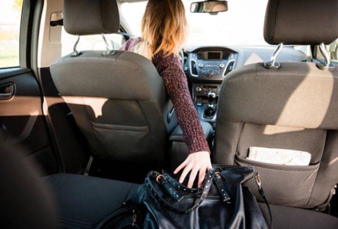 La DGT advierte sobre el peligro de llevar objetos sueltos e…